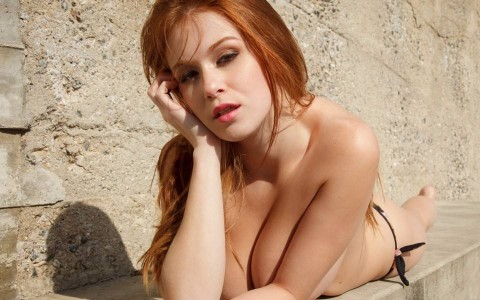 Sexy naked hot redhead girl