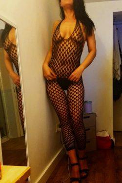 Flori Sexy Curvy Brunette